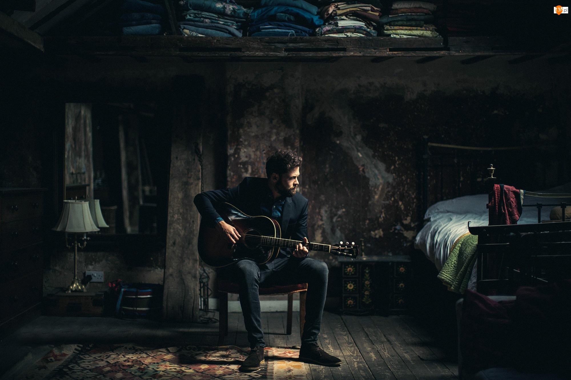 Mike Rosenberg, Wnętrze, Piosenkarz, Gitara