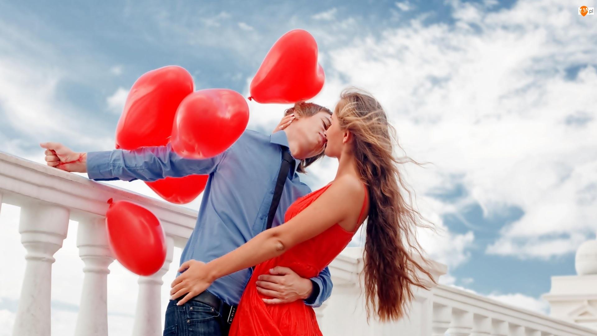 Mężczyzna, Balony, Zakochani, Walentynki, Kobieta, Pocałunek