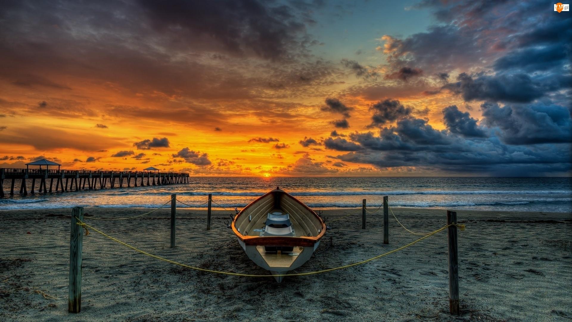 Molo, Chmury, Łódka, Zachód słońca, Plaża, Morze