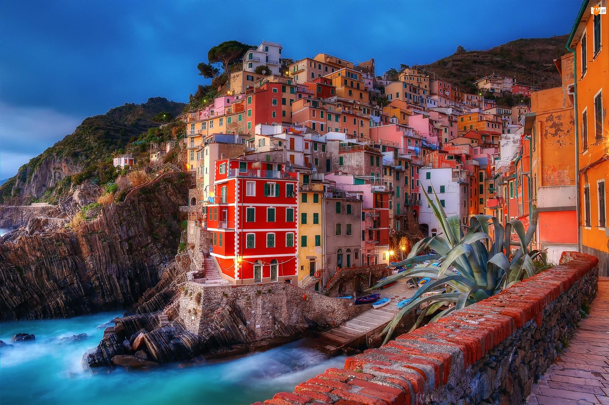 Domy, Włochy, Riomaggiore, Liguria, Wybrzeże