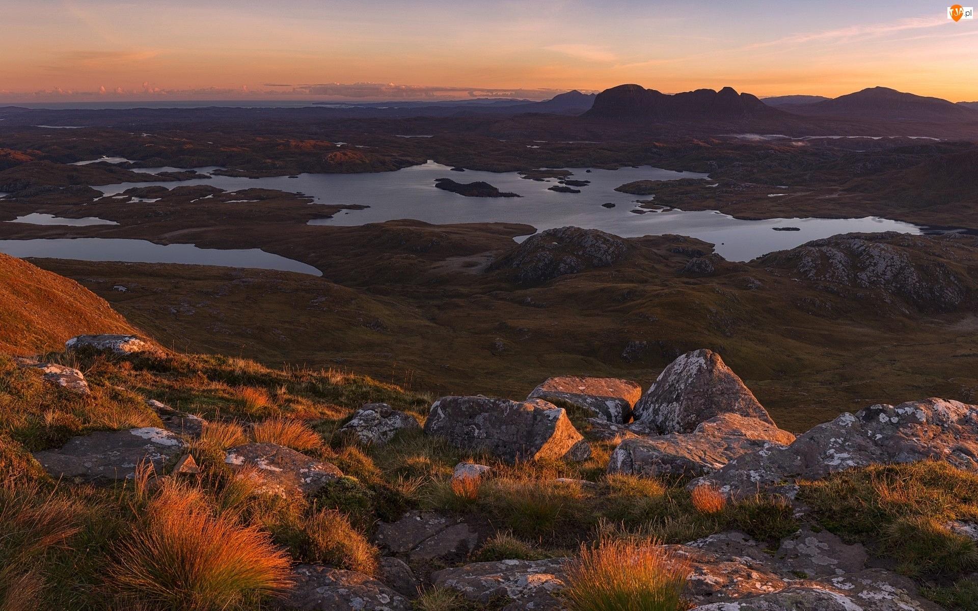 Trawa, Szkocja, Jezioro Loch Sionascaig, Góry Kaledońskie, Kamienie