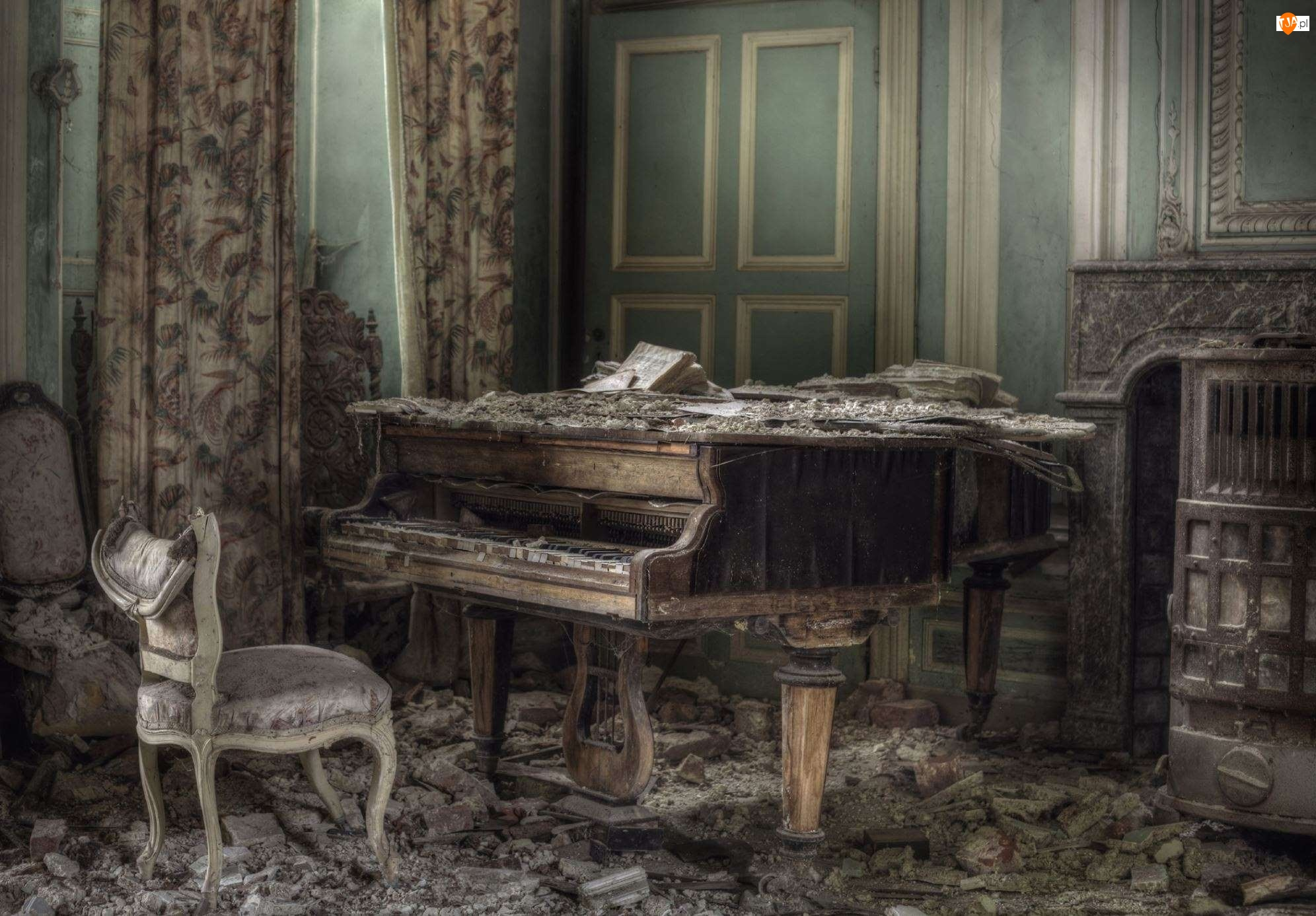 Zniszczony, Fortepian