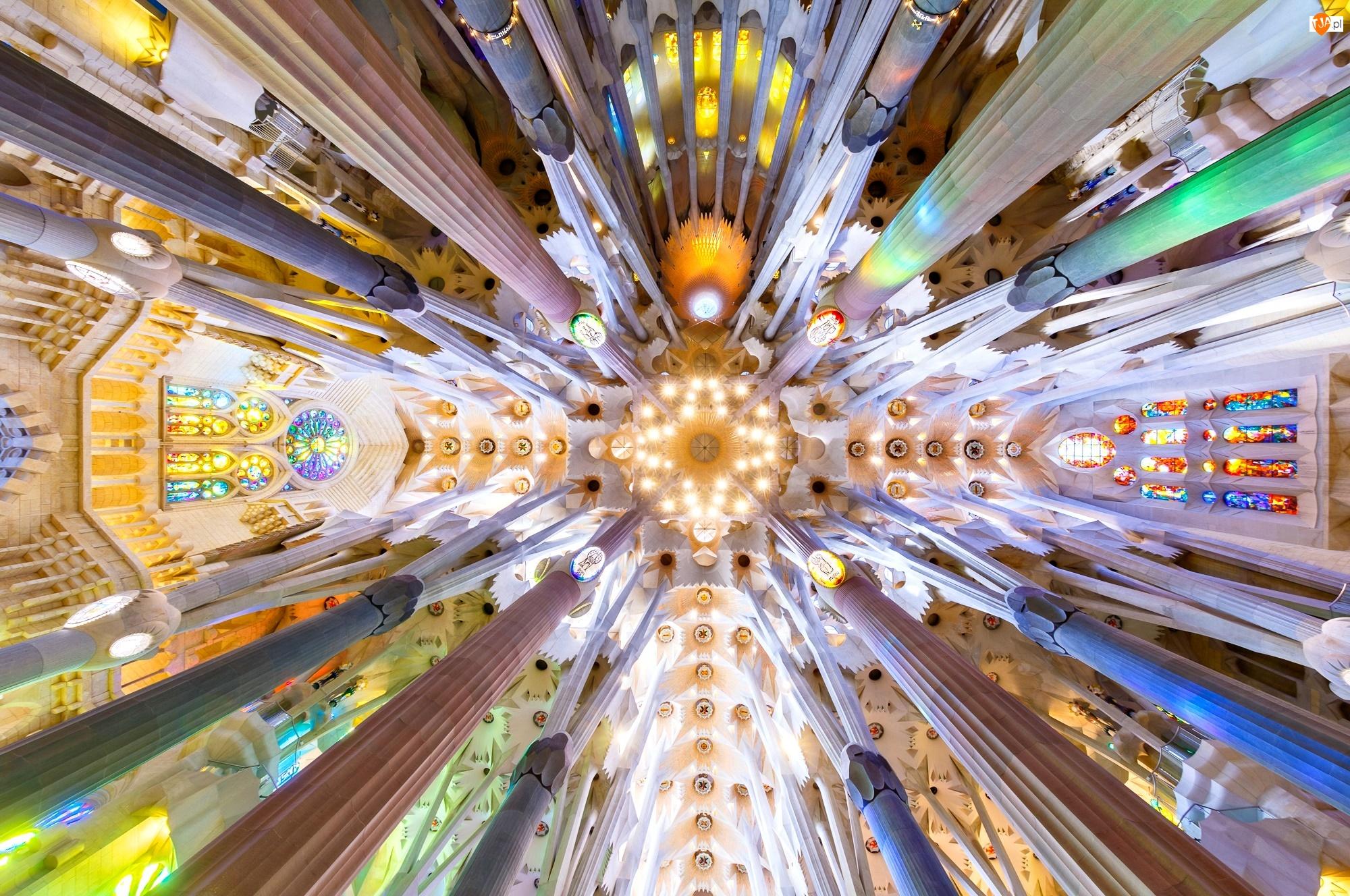 Kolumny, Sagrada Familia, Barcelona, Hiszpania, Sklepienie, Świątynia, Wnętrze