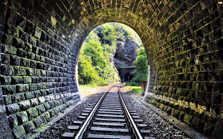 Tory kolejowe, Drzewa, Tunel, Skały