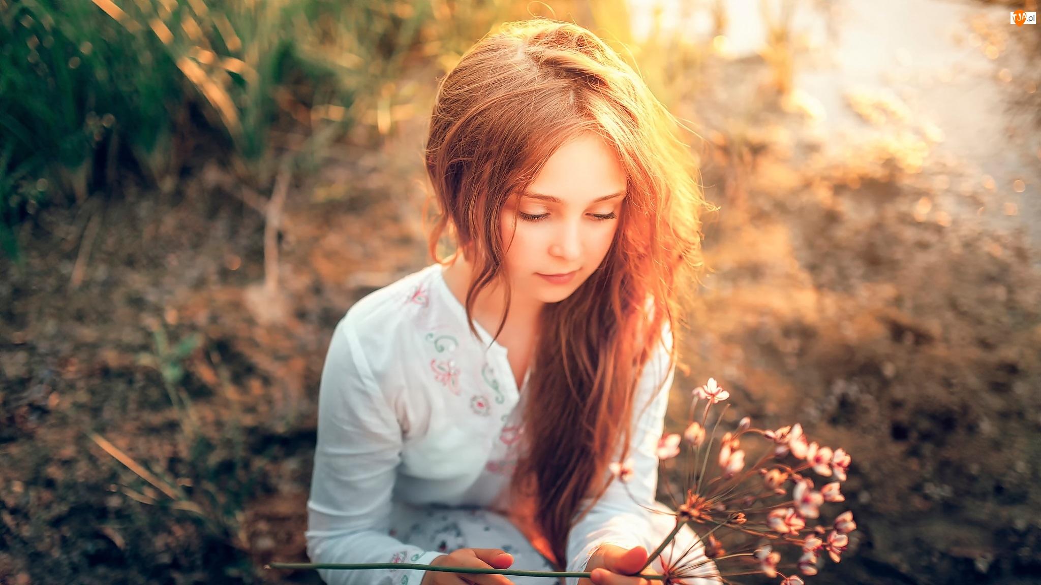 Kwiatek, Dziewczynka, Suchy
