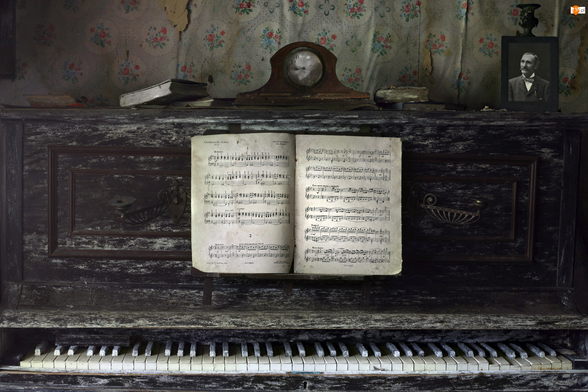 Stare, Zegar, Pianino, Nuty