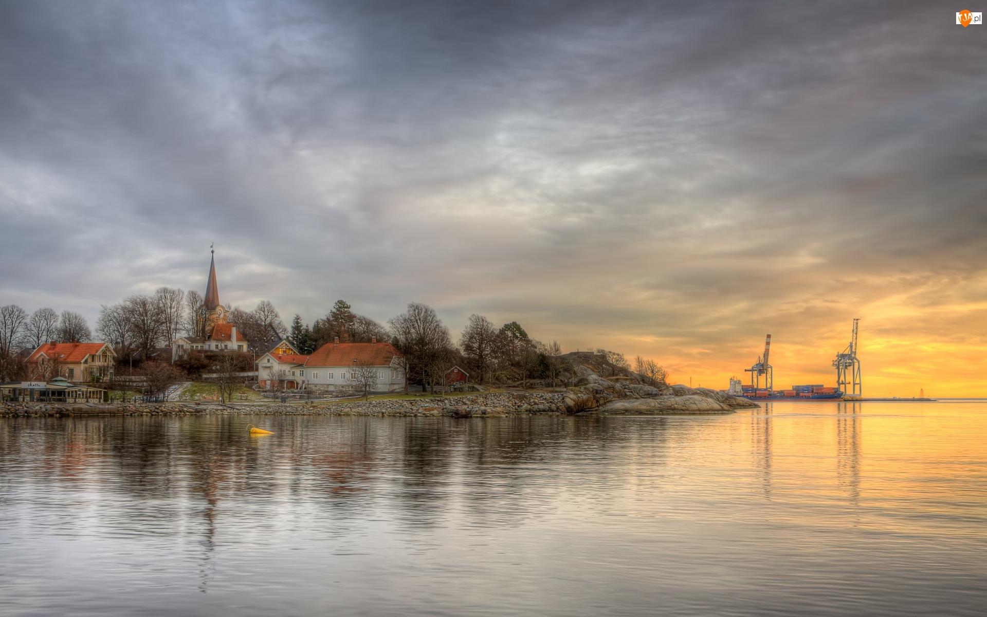 Kościół, Morze, Larvik, Norwegia, Dźwigi, Zatoka Oslofjord, Domy