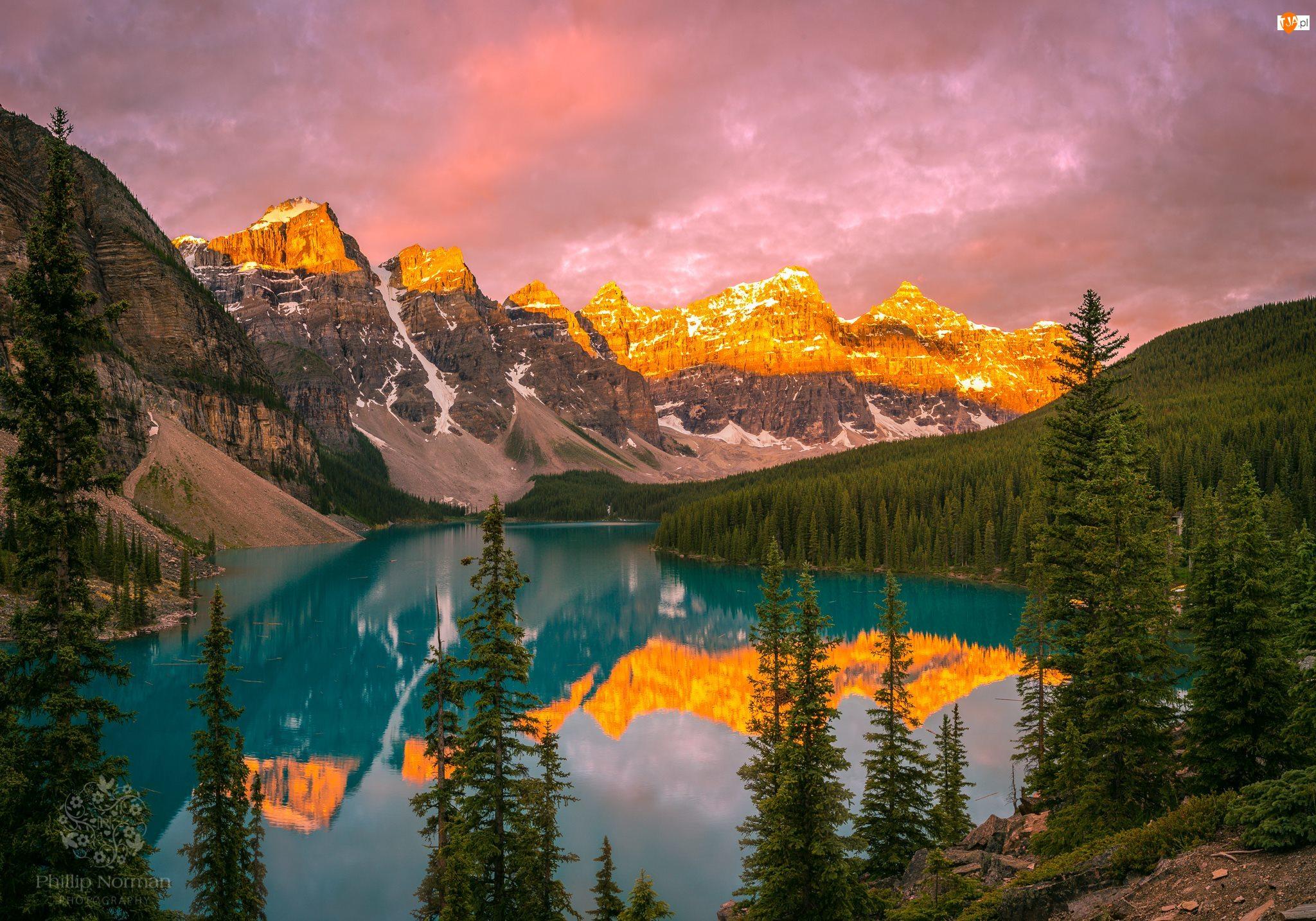 Jezioro Moraine, Lasy, Park Narodowy Banff, Chmury, Kanada, Odbicie, Góry, Drzewa