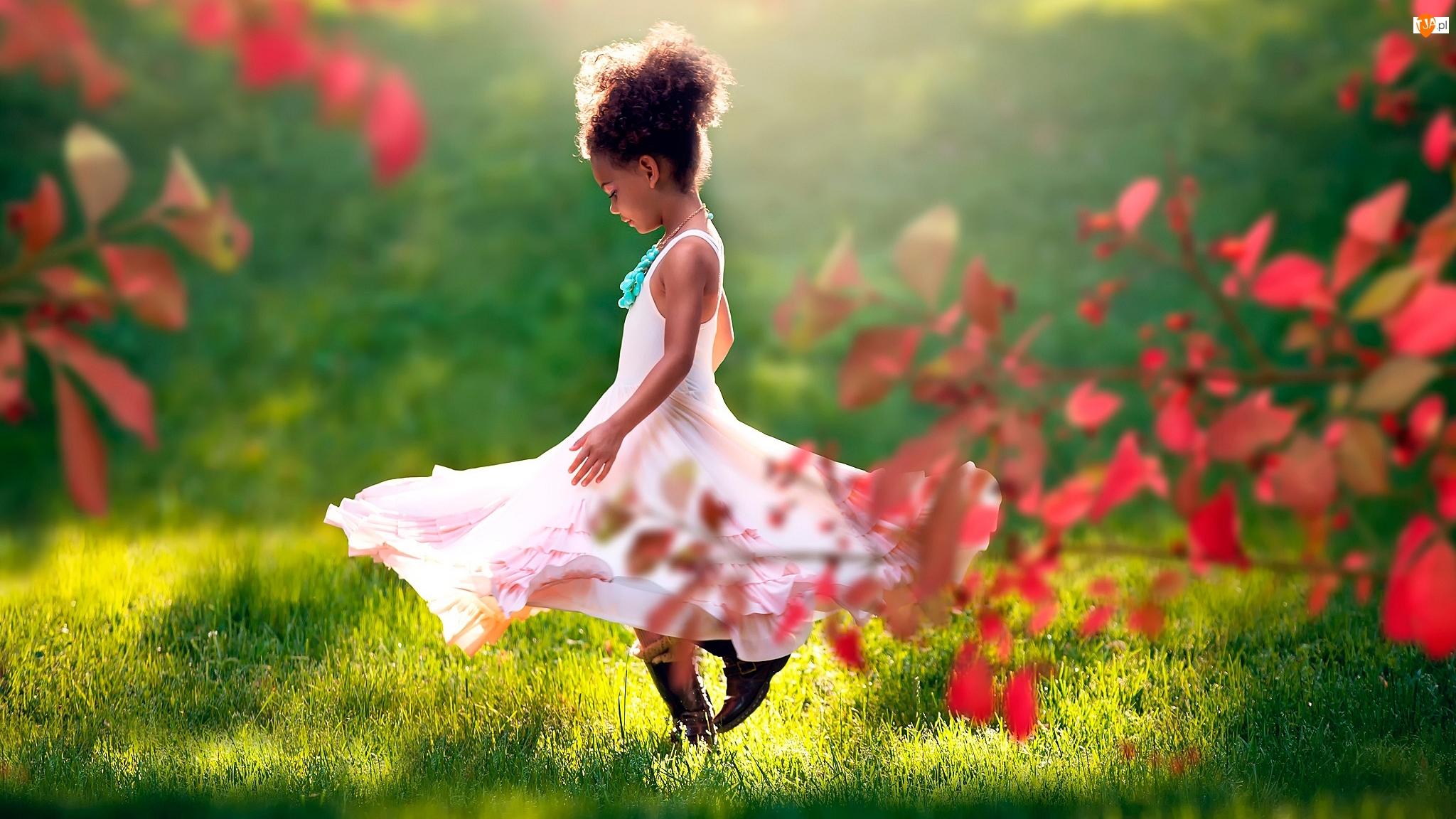 Tańcząca, Dziewczynka