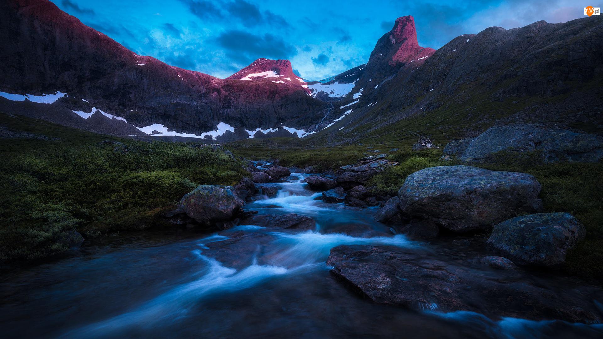 Kamienie, Góry, Strumień