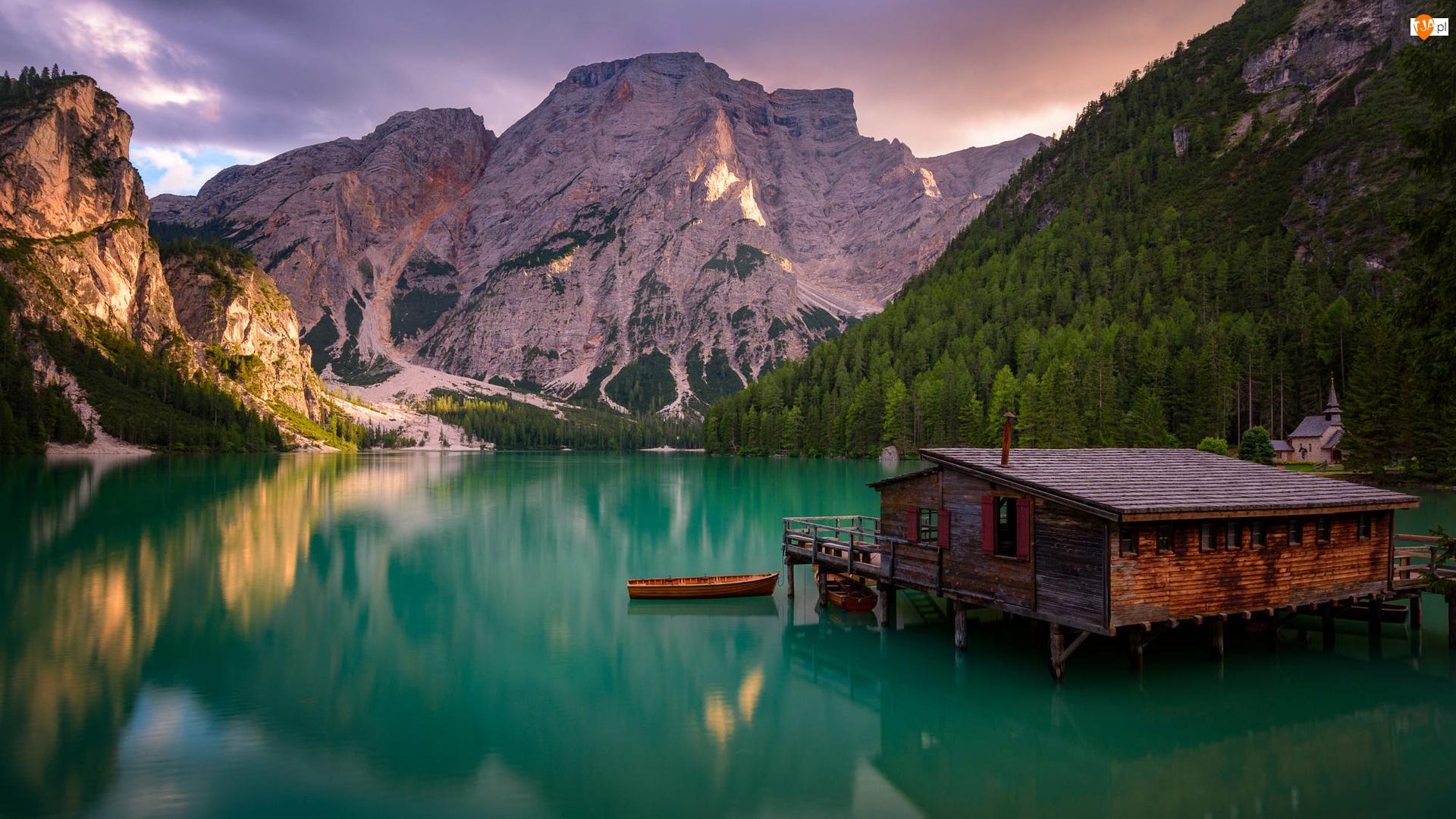Łódki, Góry, Drzewa, Południowy Tyrol, Dolomity, Włochy, Dom, Jezioro Pragser Wildsee, Drewniany