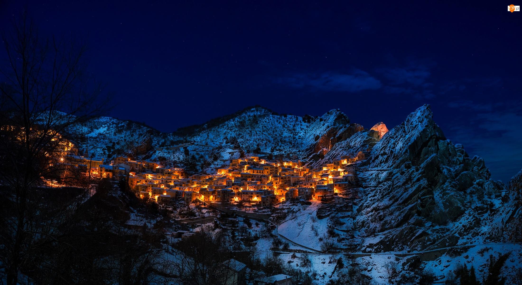 Zima, Dolomity, Noc, Prowincja Potenza, Góry, Włochy, Światła, Castelmezzano, Domy
