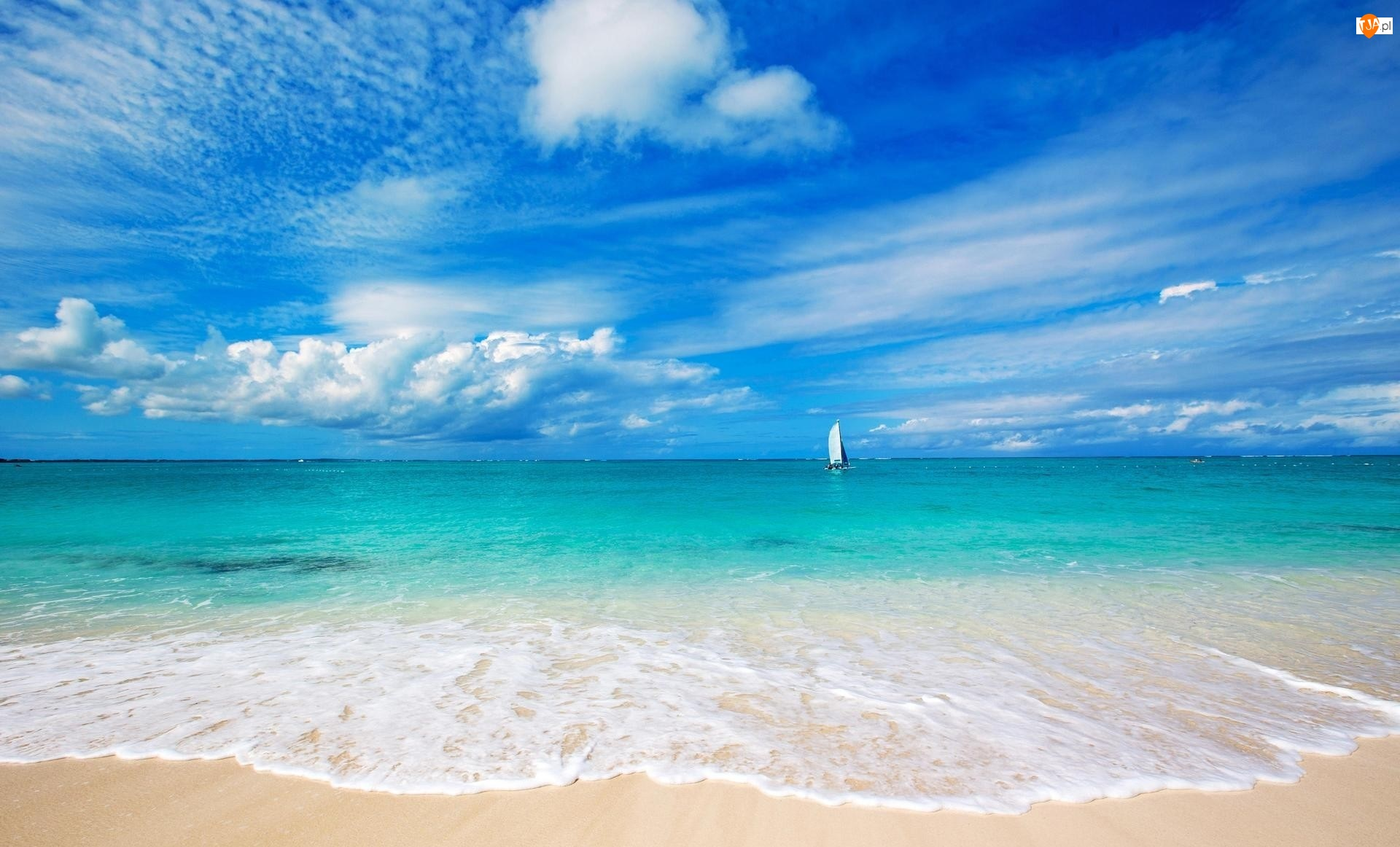 Plaża, Morze, Turks i Caicos, Bahamy, Żaglówka, Plaża Grace Bay Beach, Niebo