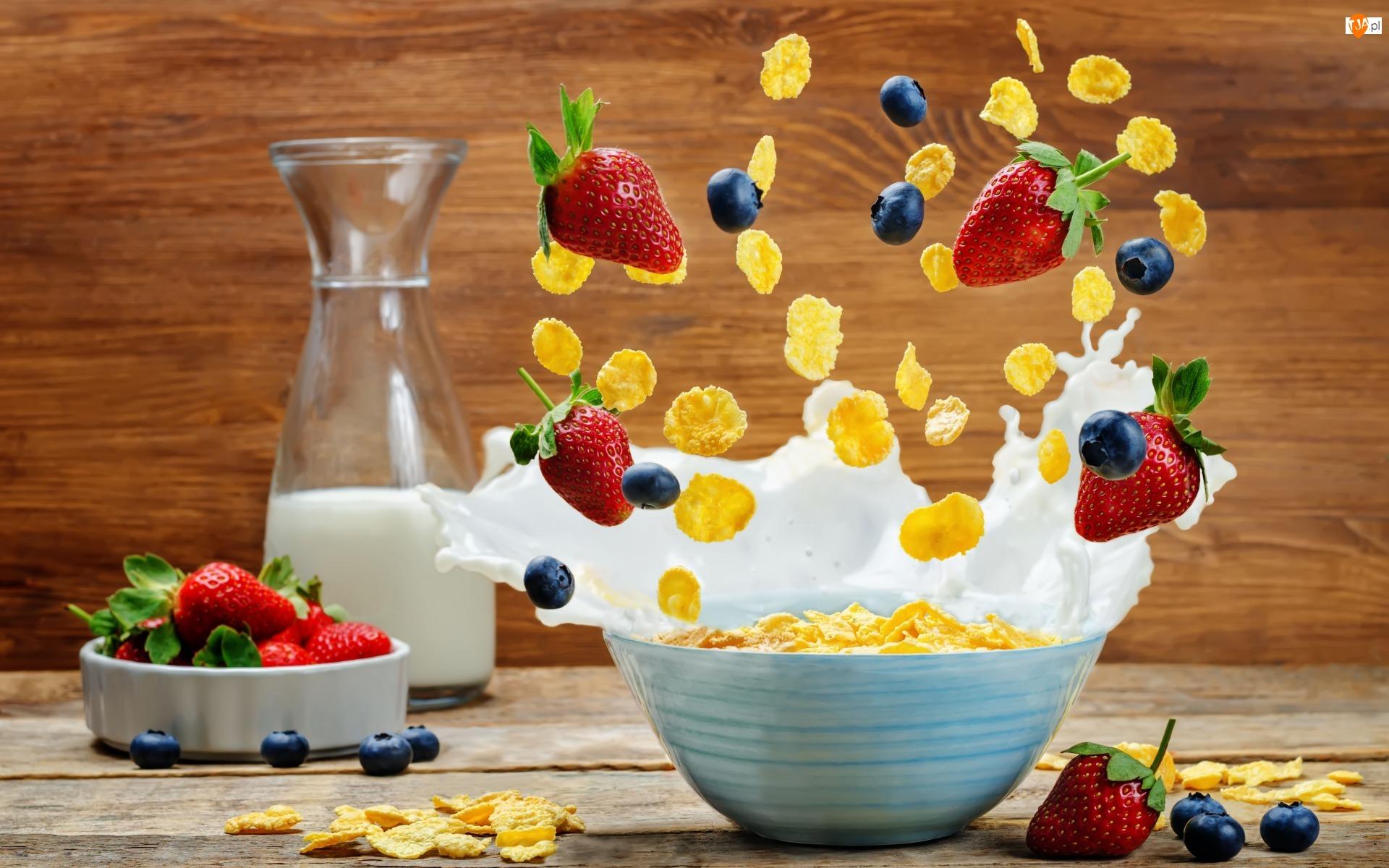 Borówki, Truskawki, Mleko, Deski, Płatki kukurydziane, Butelka, Jedzenie, Miseczka, Owoce, Śniadanie