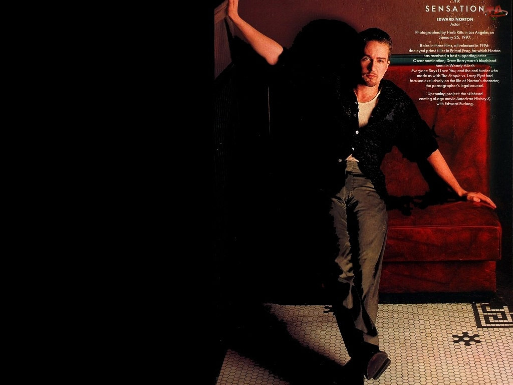 fotel, Edward Norton, czarna koszula