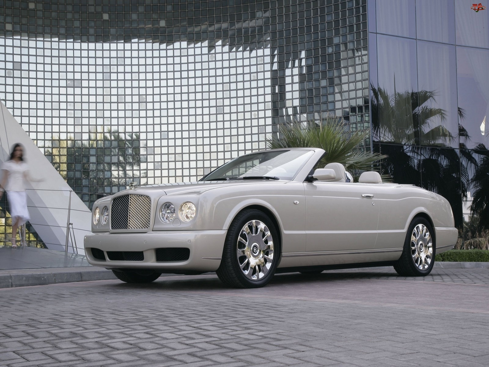 Reprezentacyjny, Bentley Azure