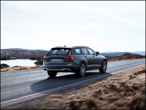 Volvo Cross Country V90 Silver na drodze