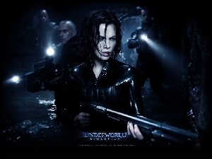 Underworld, Kate Beckinsale, tunel, broń