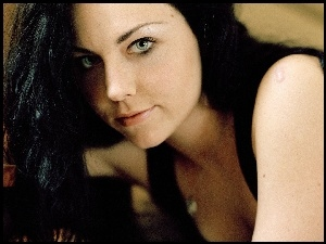 Amy Lee, Brunetka