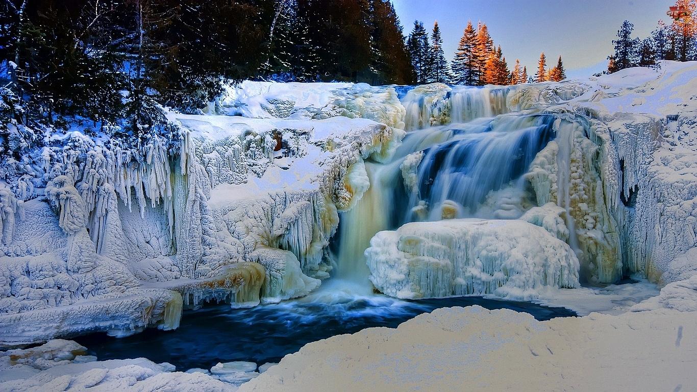 Choinki, Wodospad, Śnieg