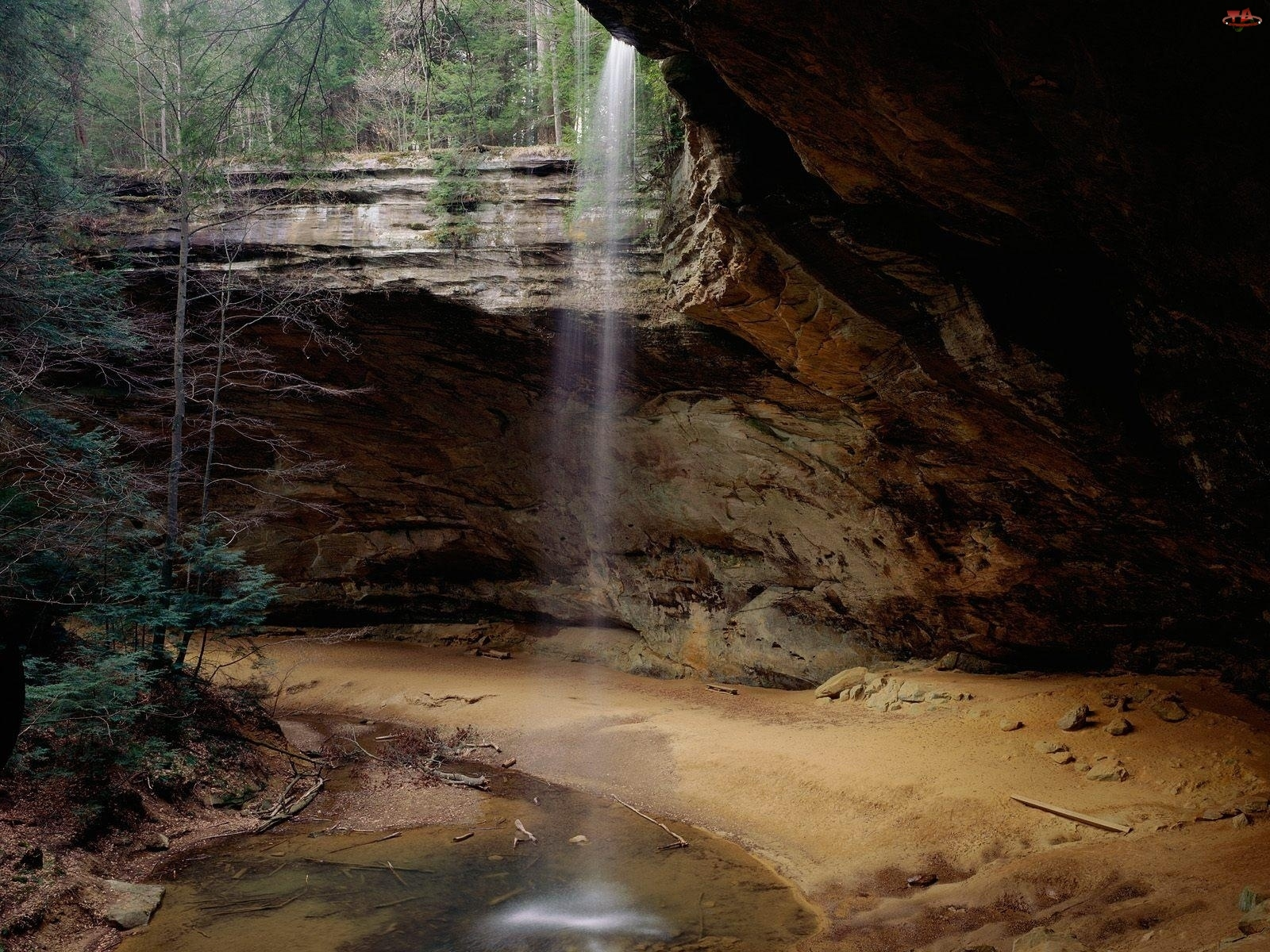 Jaskinia, Woda