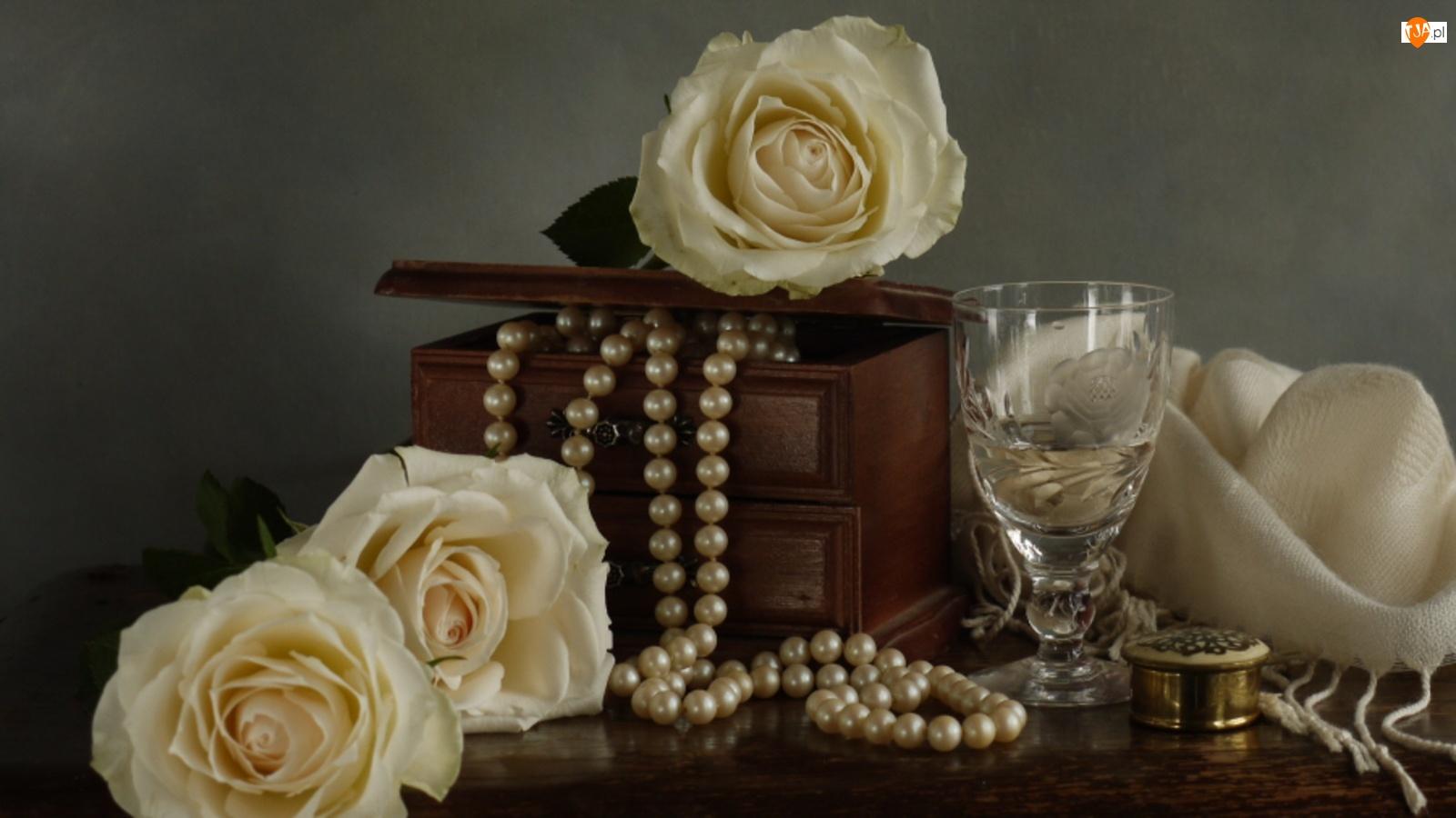 Róże, Szal, Perły, Szkatułka