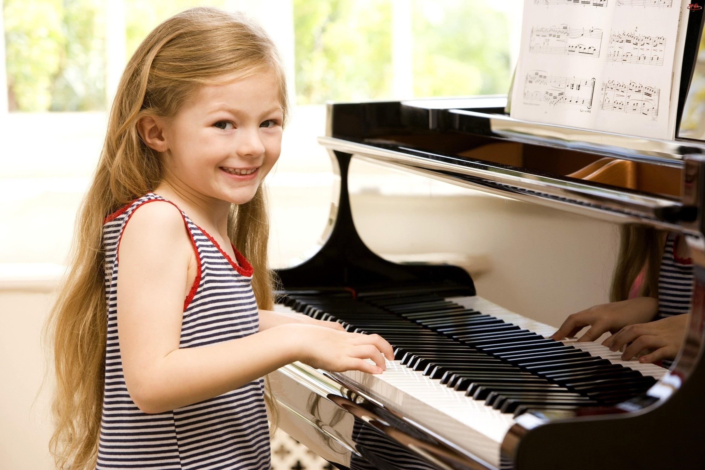 Dziewczynka, Uśmiech, Pianino, Nuty