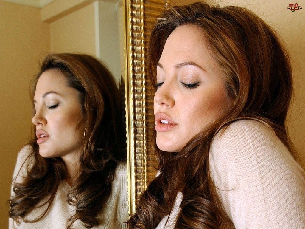 lustro, Angelina Jolie, kręcone włosy