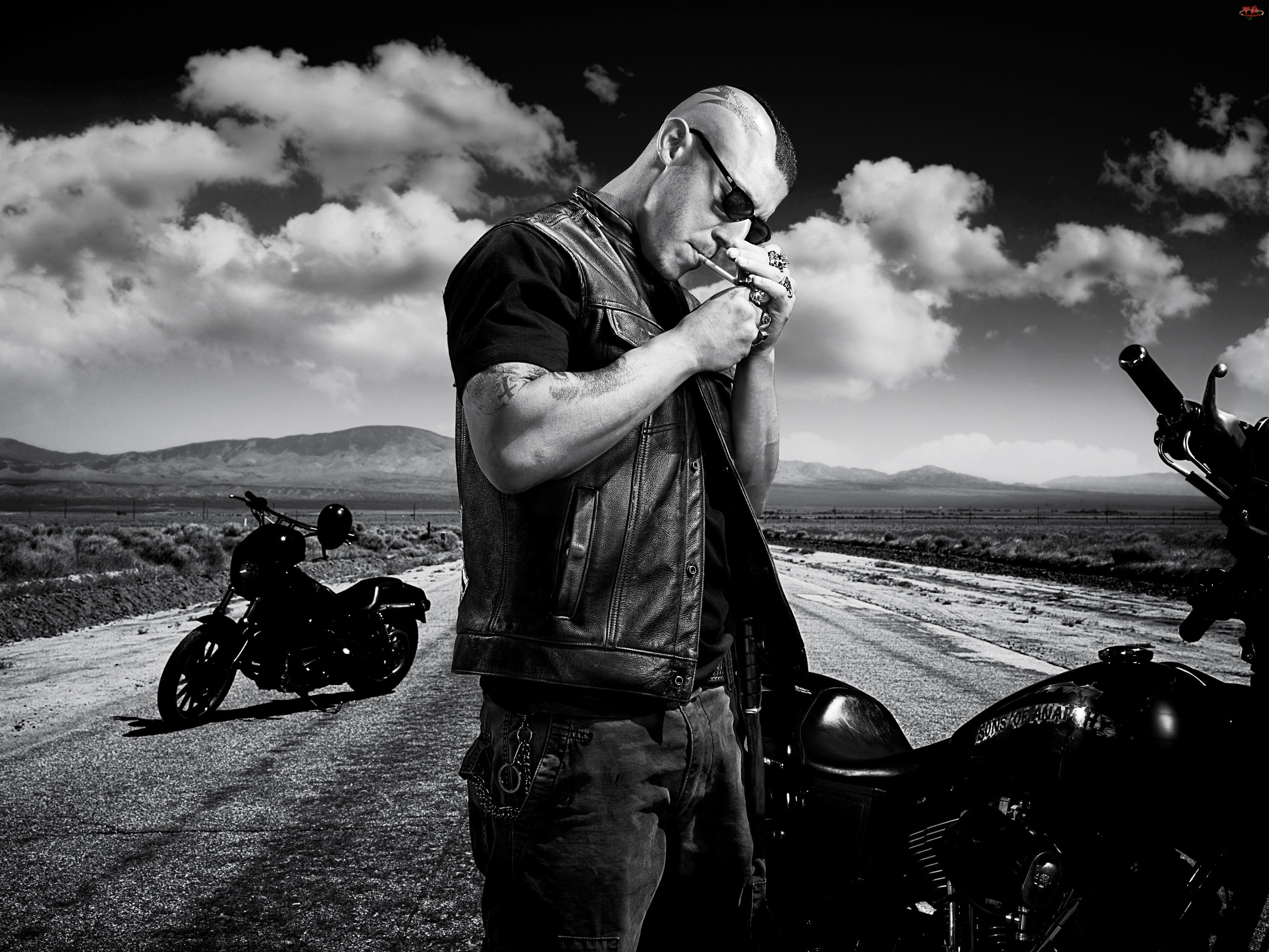Theo Rossi, Droga, Aktor, Motory