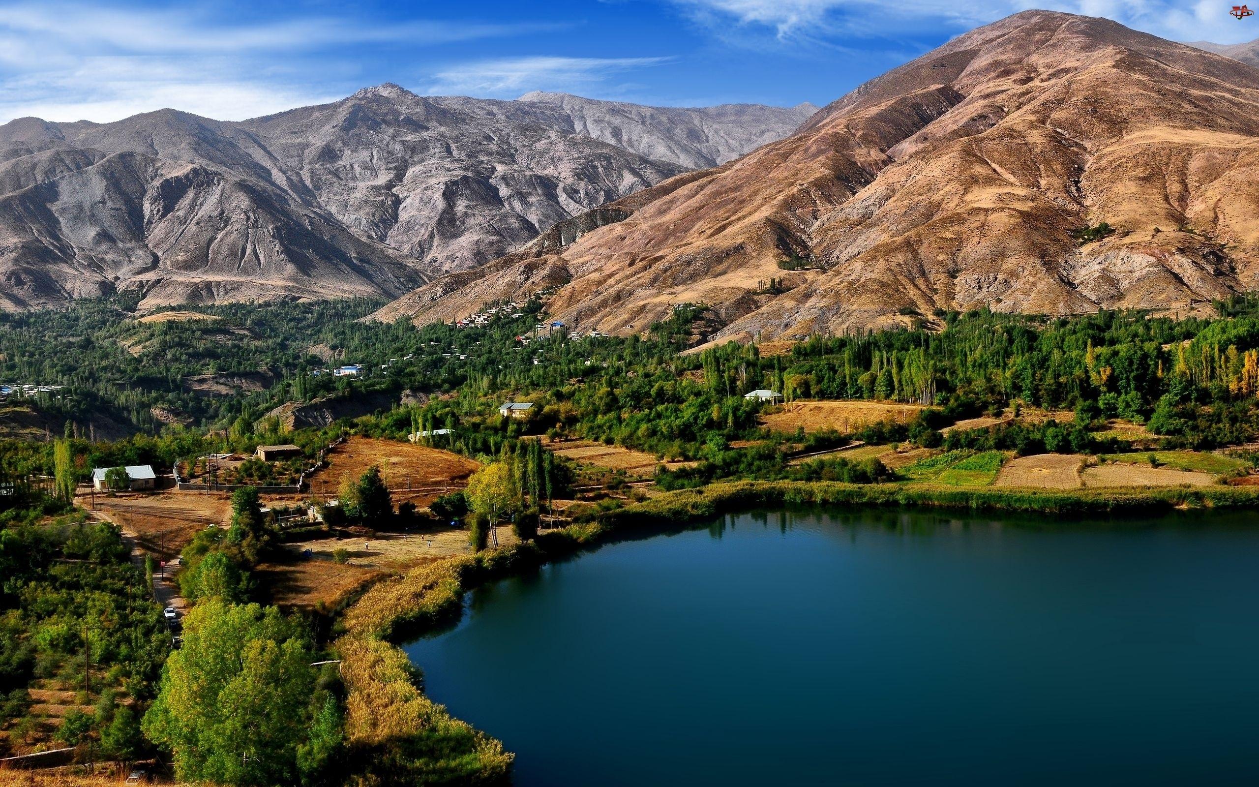Góry, Zabudowania, Jezioro, Dolina