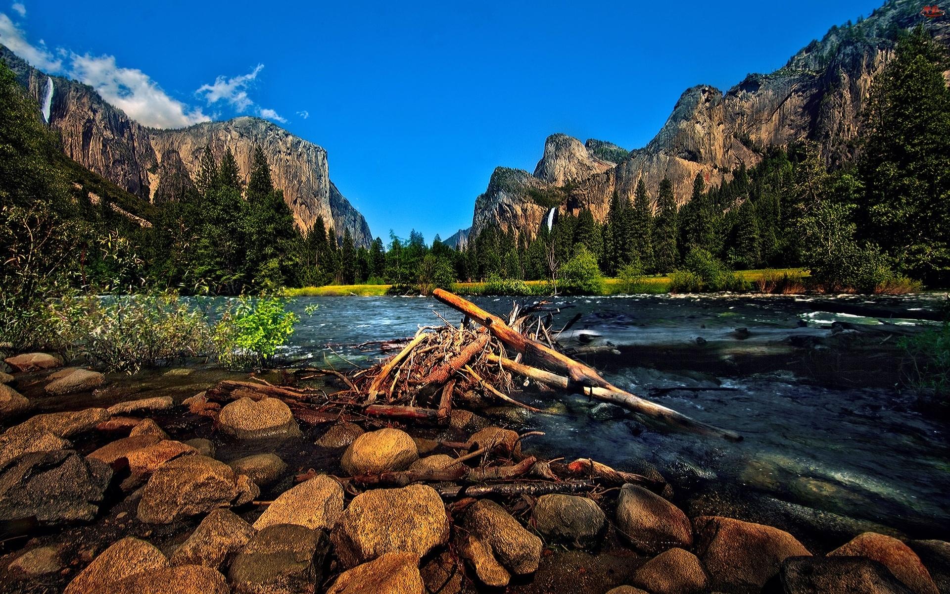 Kamienie, Góry, Rzeka