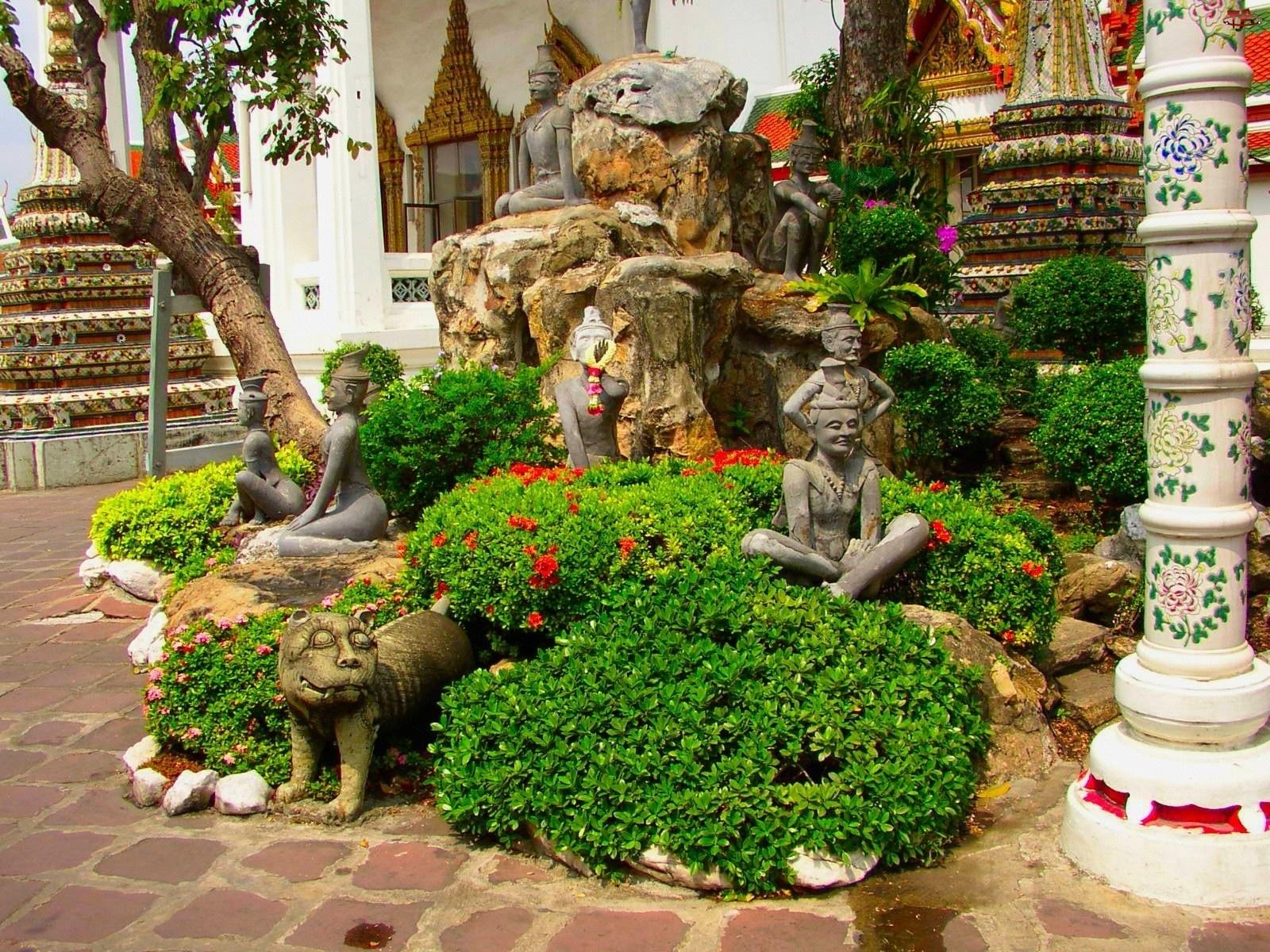 Kwiaty, Rzeźby, Kamienne