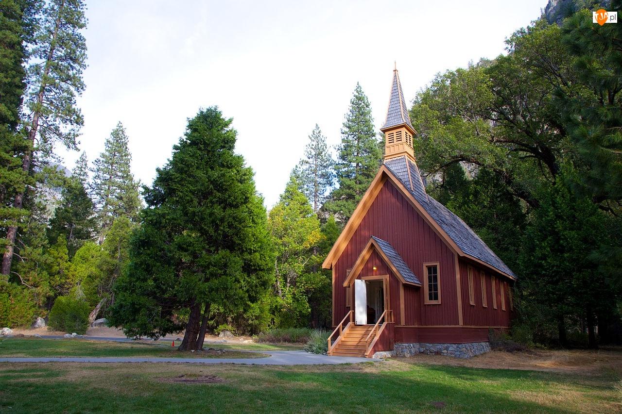 Park Narodowy Yosemite, Kościółek Yosemite Valley Chapel, Stany Zjednoczone, Drzewa, Stan Kalifornia, Drewniany