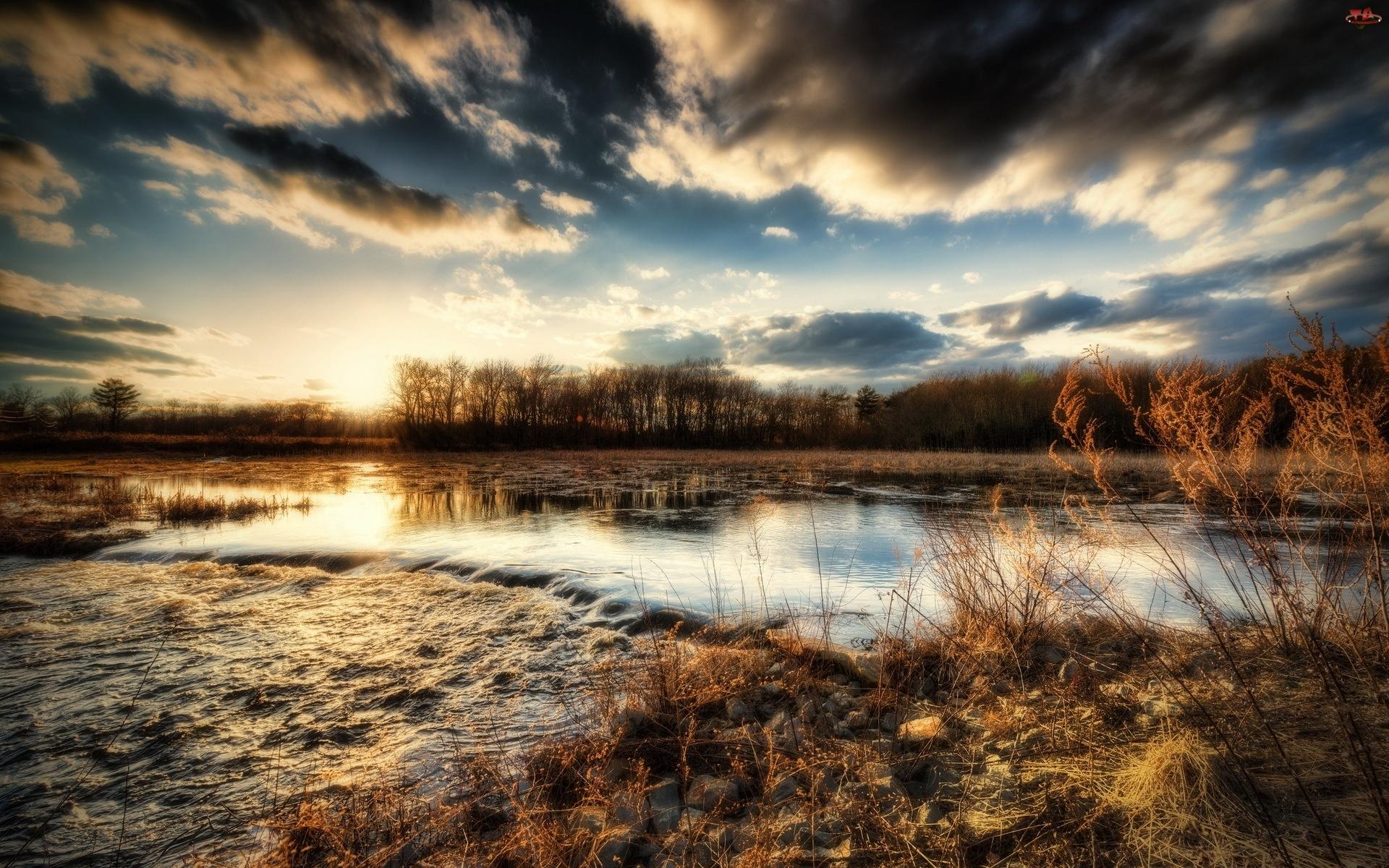 Trawy, Chmury, Rzeka