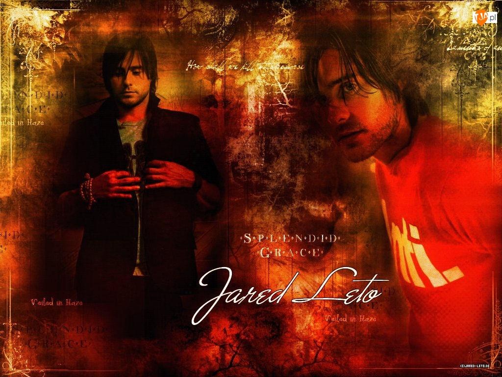 Jared Leto, czerwona koszulka