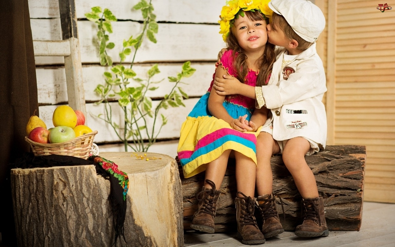 Chłopiec, Pocałunek, Dzieci, Przyjaźń, Dziewczynka, Owoce
