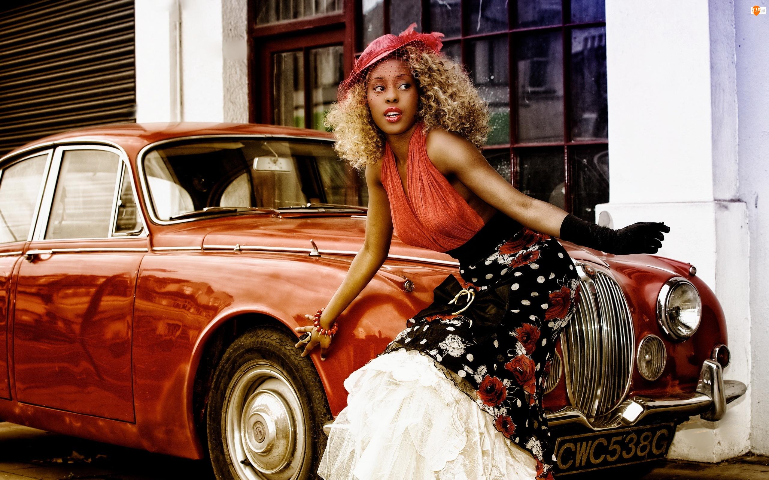 Ciemnoskóra, Samochód, Kobieta, Czerwony