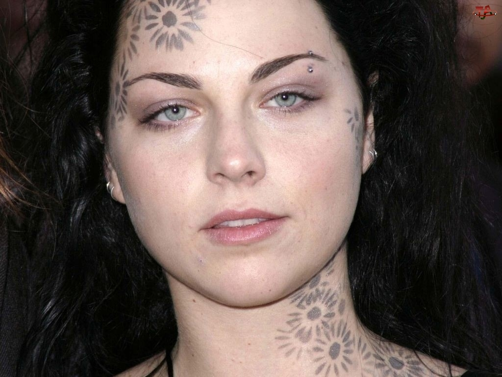 Amy Lee, tatuaże