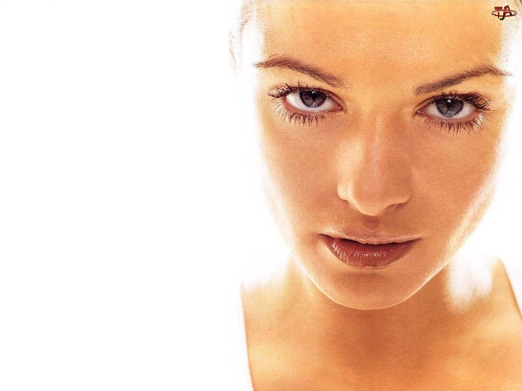 Oczy, Rachel Weisz, Buzia