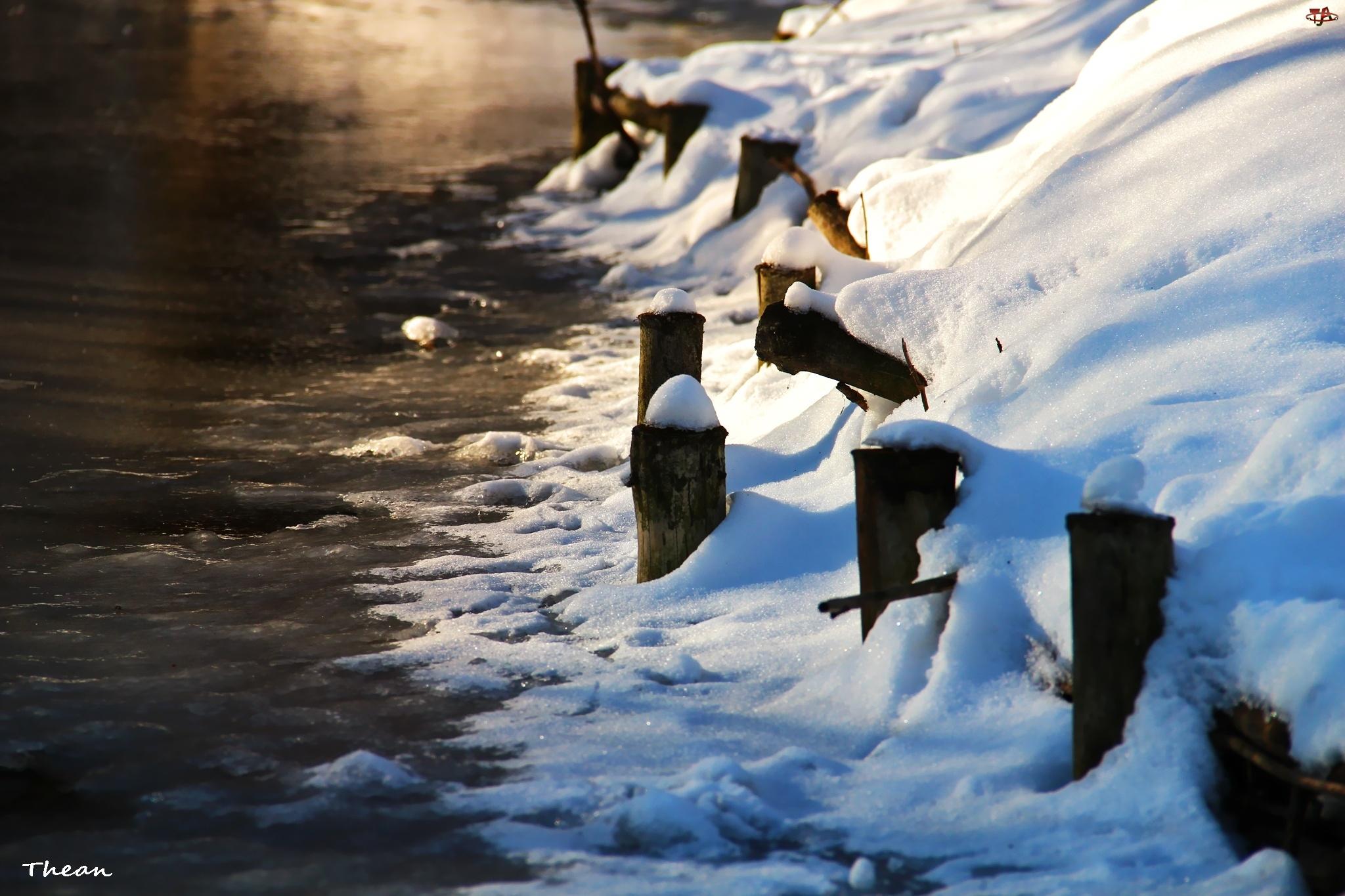 Kołki, Śnieg, Jezioro, Brzeg, Drewniane