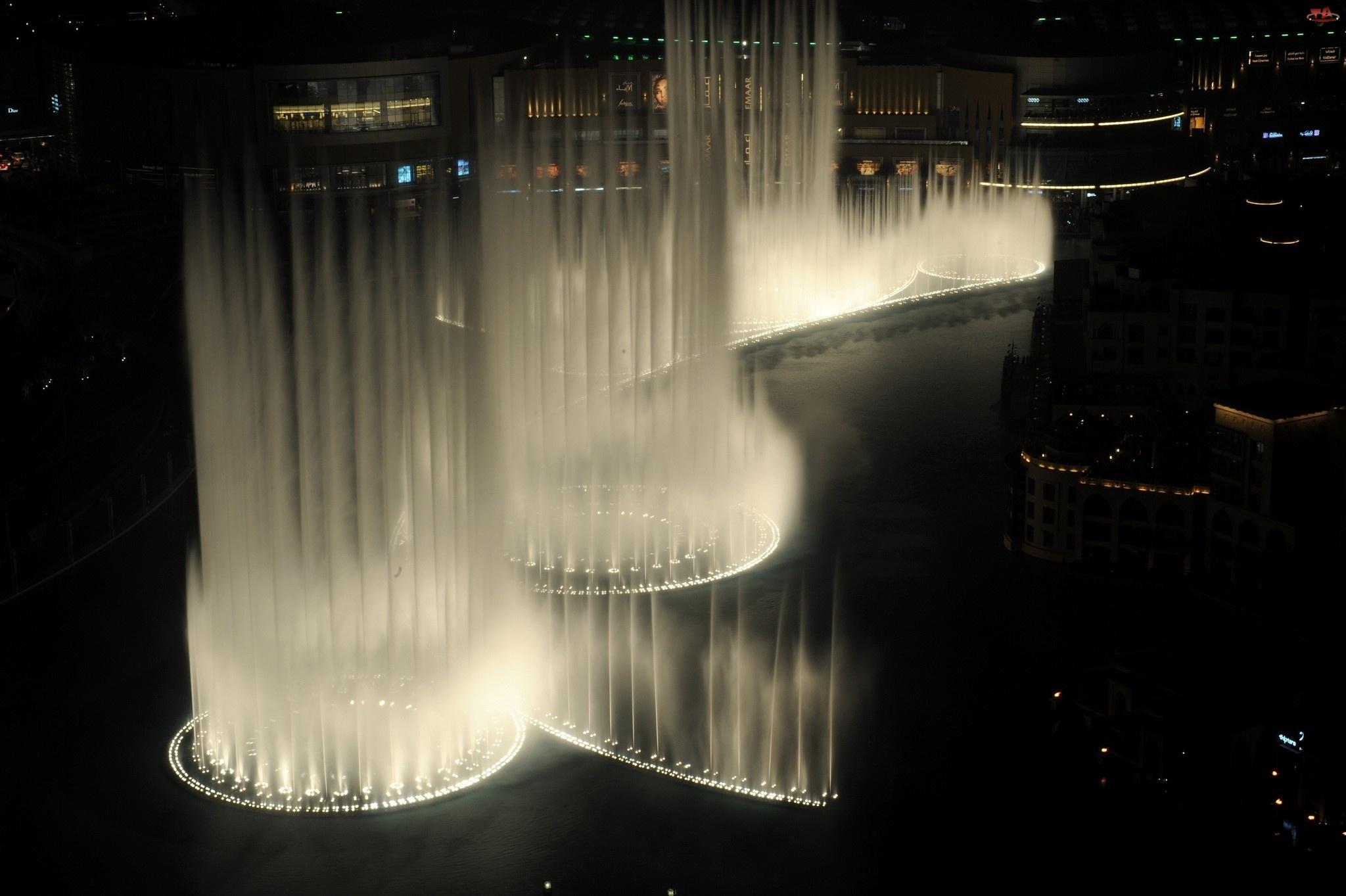 Noc, Fontanny, Miasto
