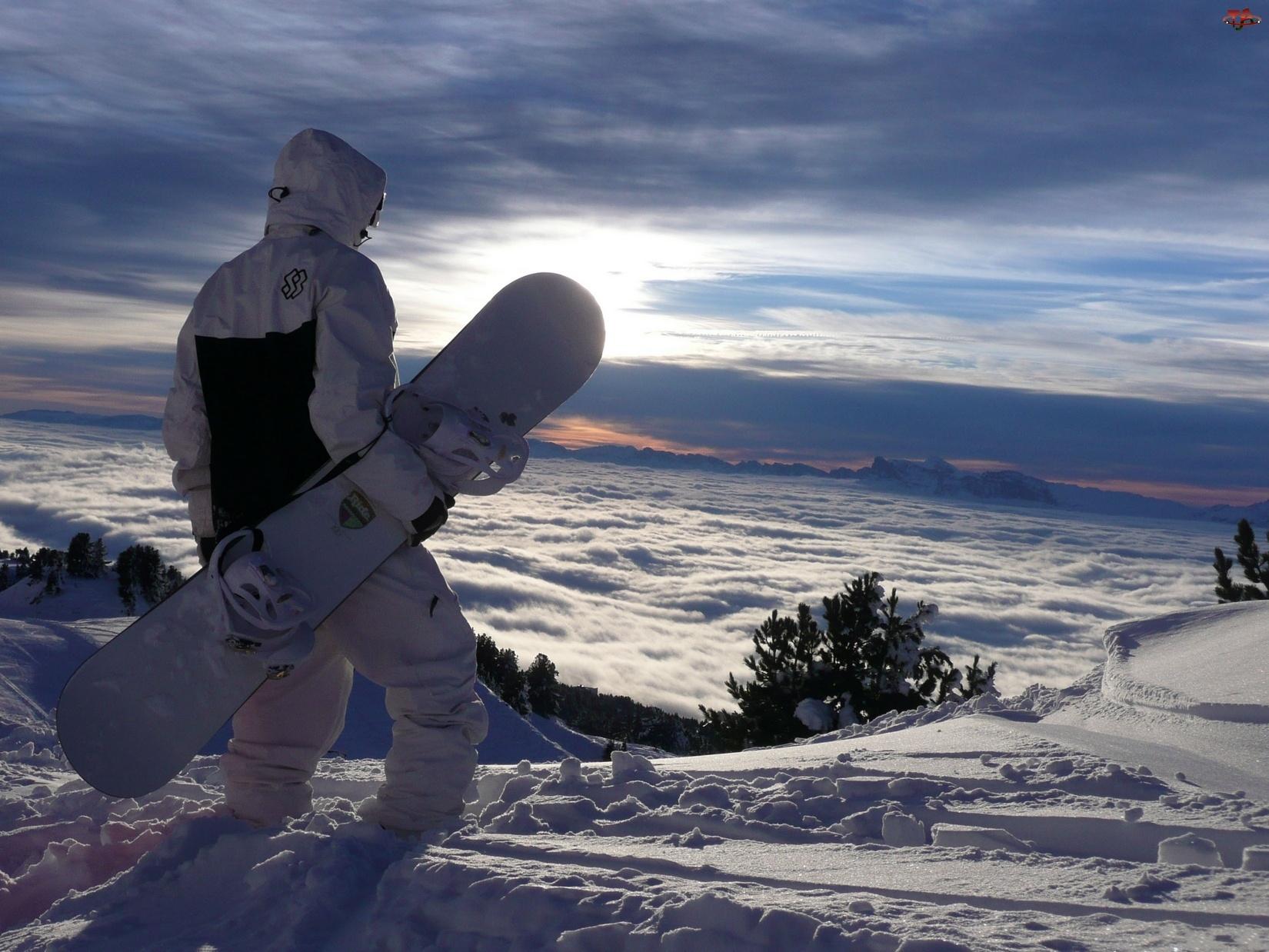 Góry, Snowboardzista, Chmury, Niebo