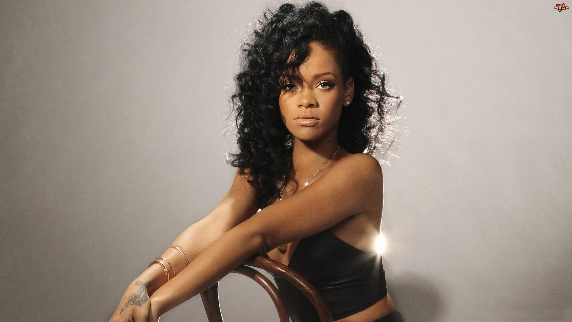 Włosy, Rihanna, Kręcone