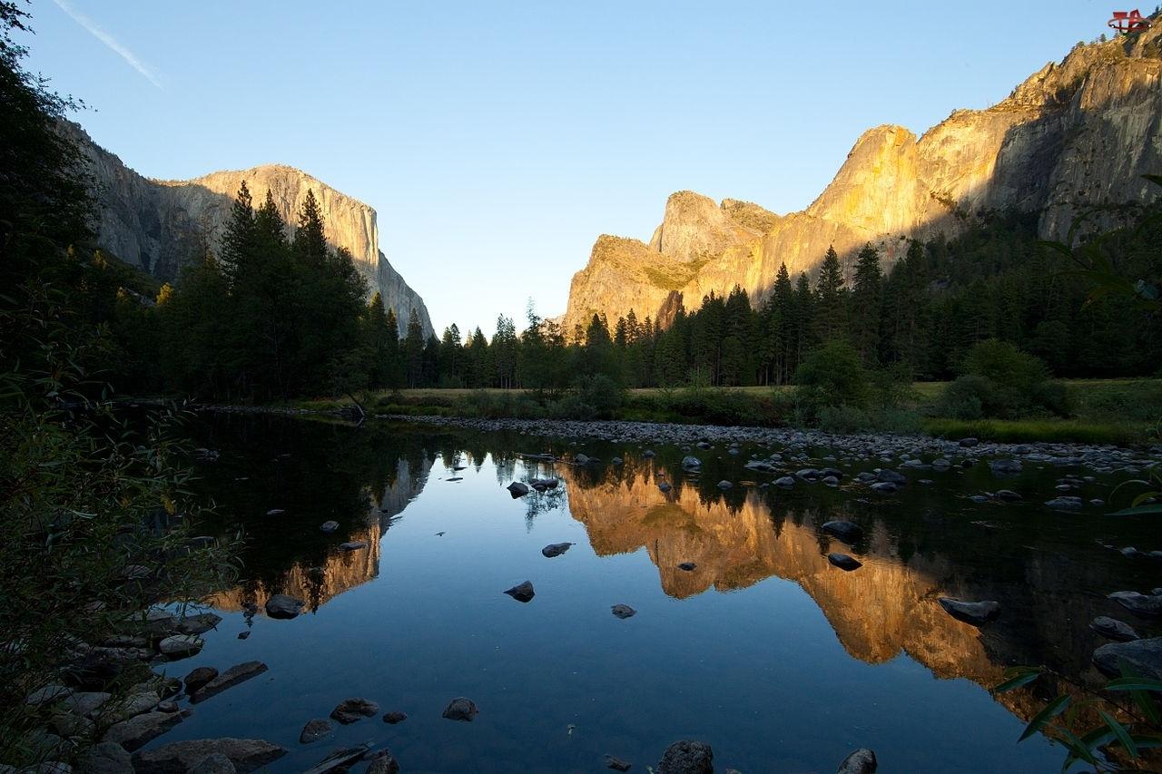 Drzewa, Jezioro, Stan Kalifornia, Stany Zjednoczone, Odbicie, Park Narodowy Yosemite, Góry