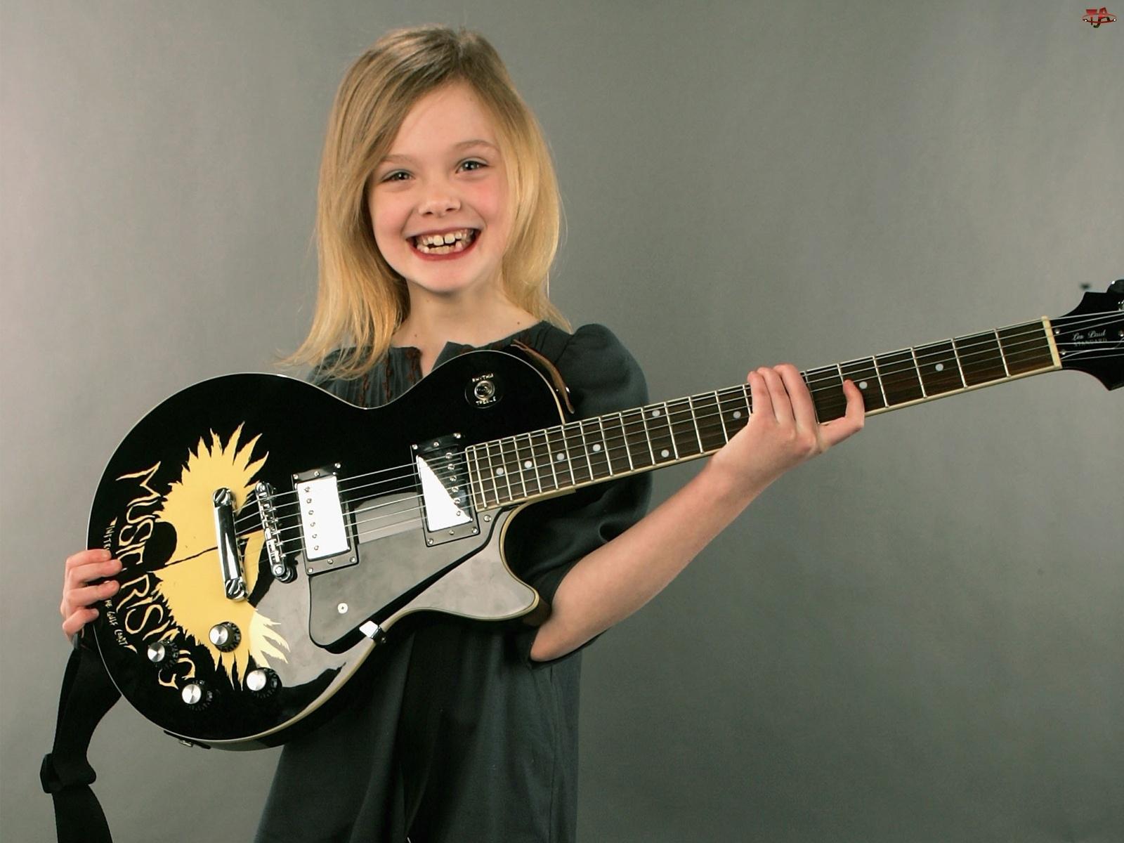 Gitara, Elle Fanning, Aktorka