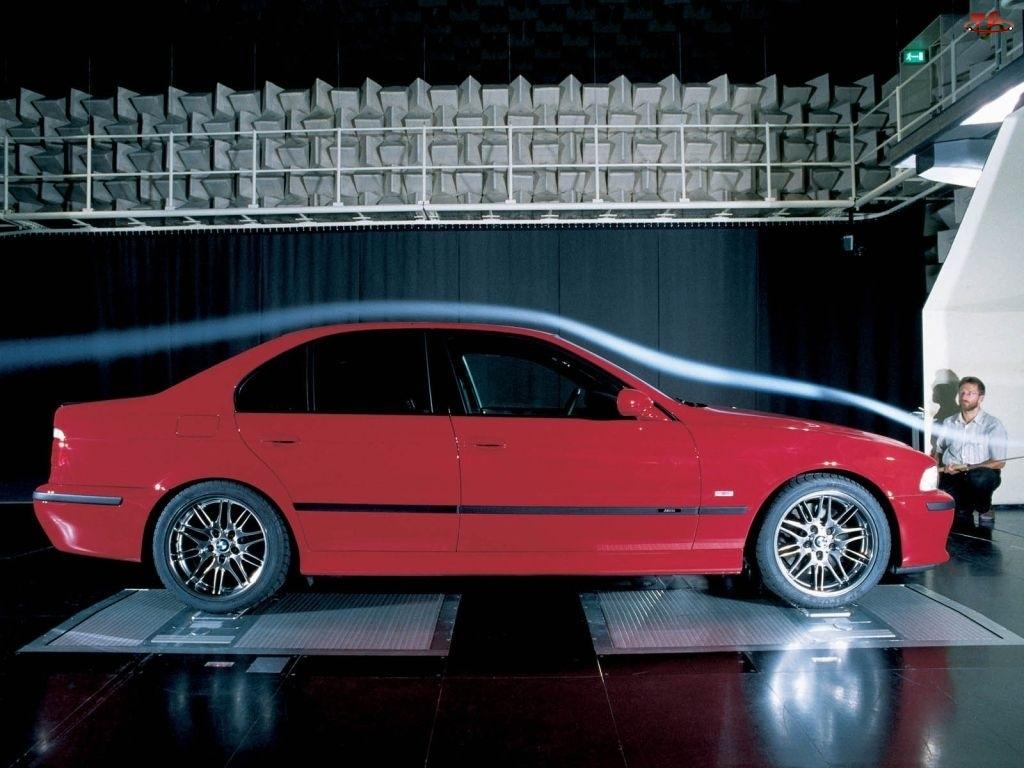 Tunel Aerodynamiczny, Czerwone, BMW 5