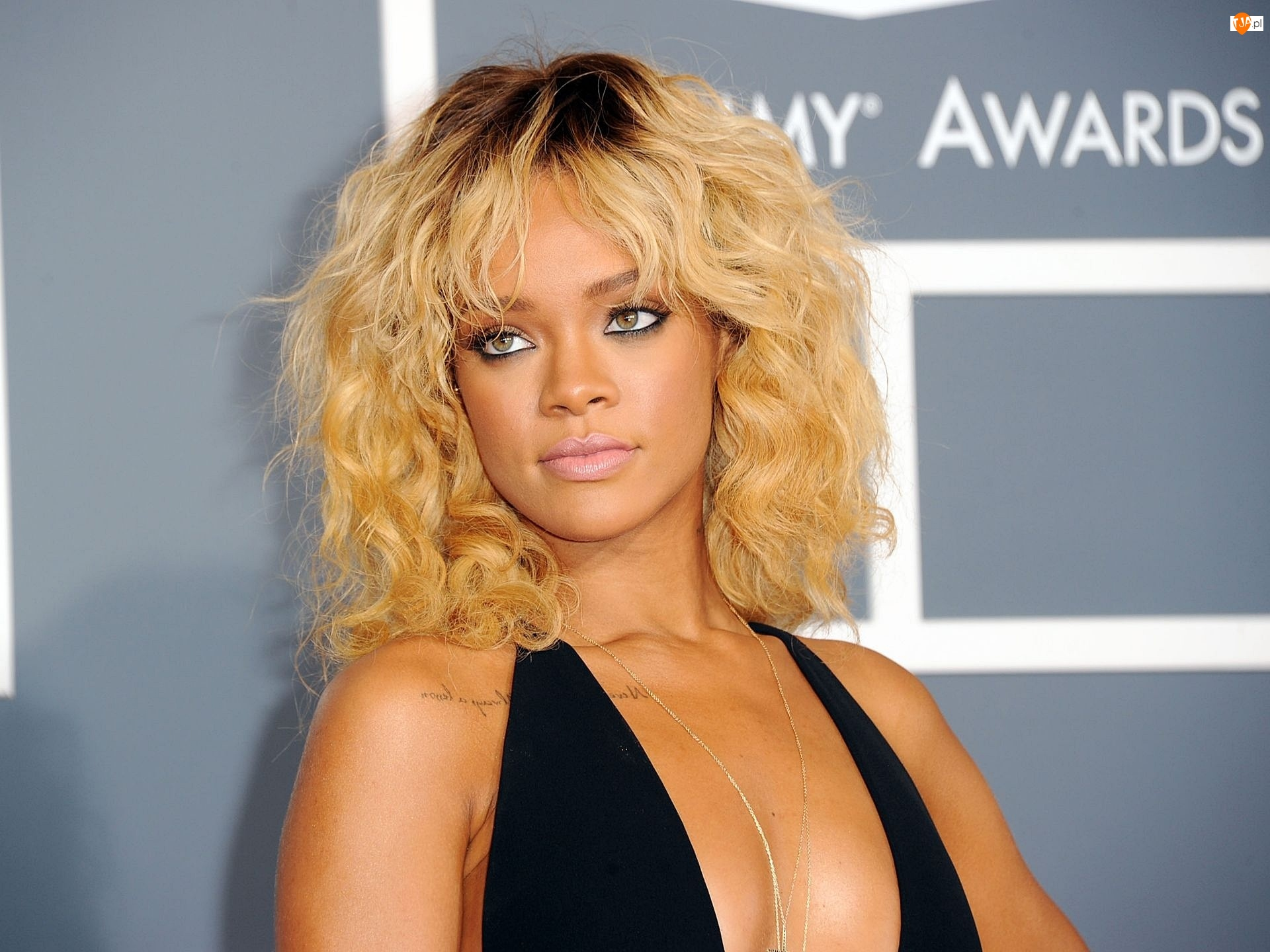Rihanna, Piosenkarka