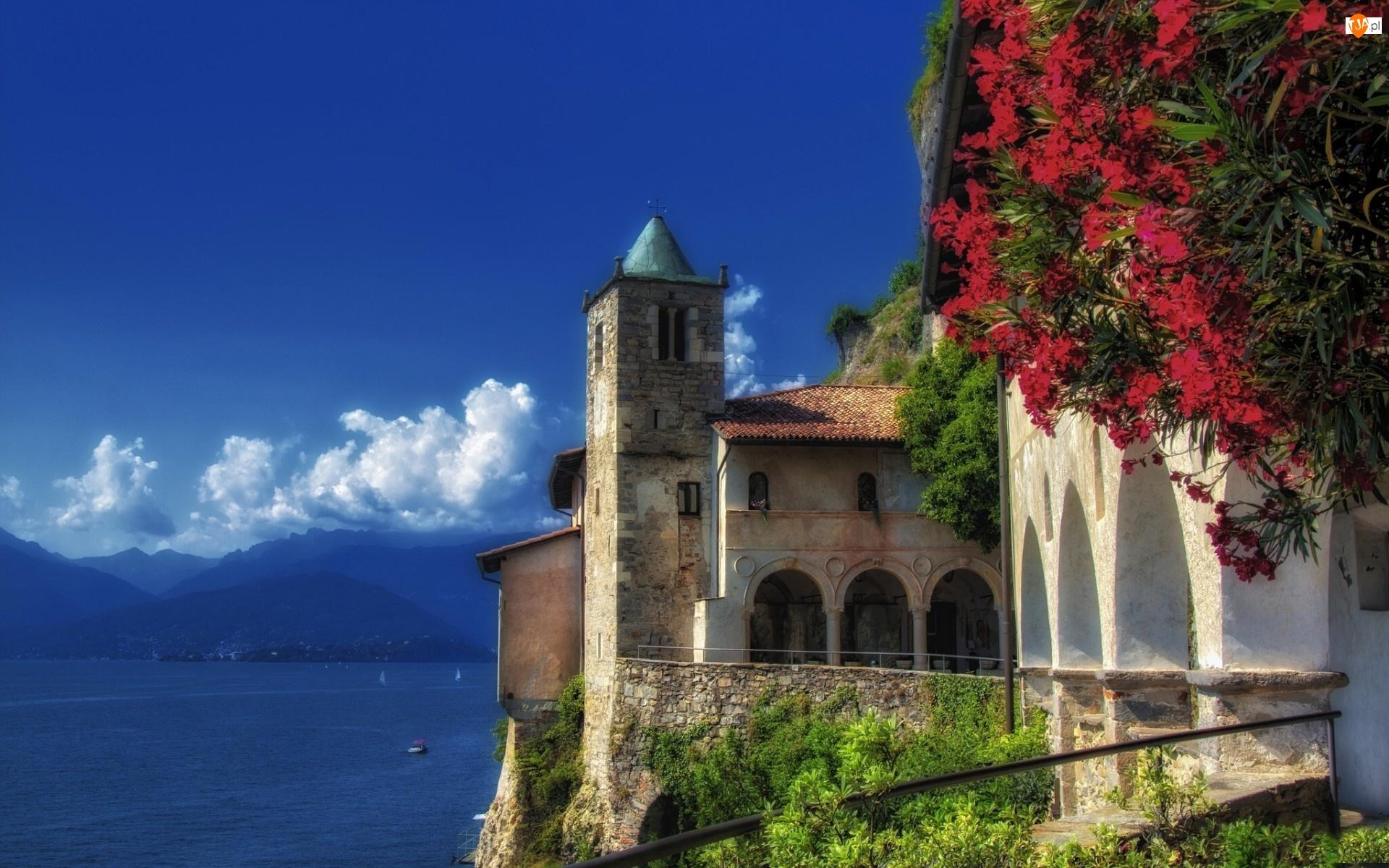 Jezioro, Santa Caterina del Sasso, Klasztor
