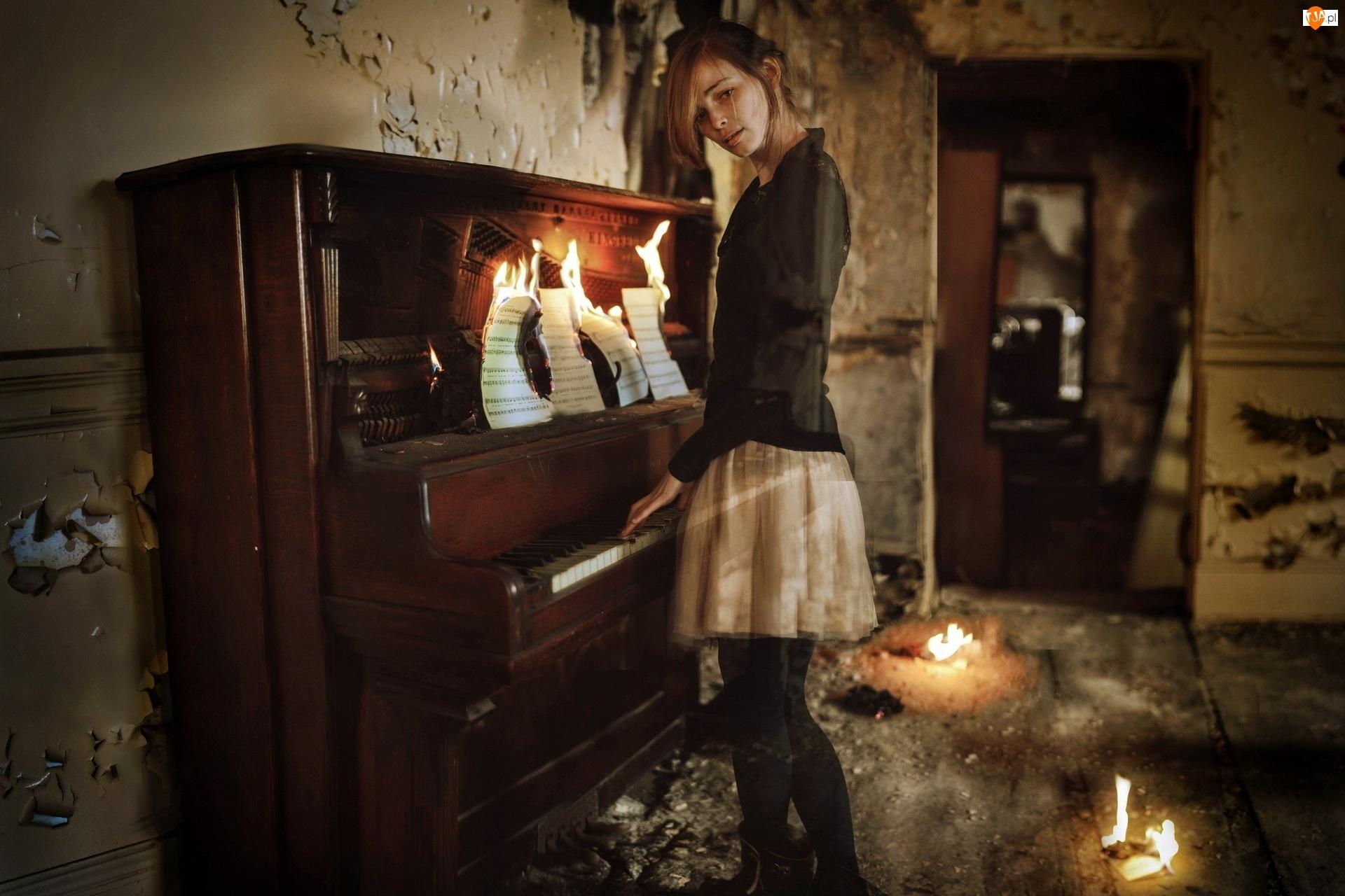 Kobieta, Ogień, Pianino, Nuty