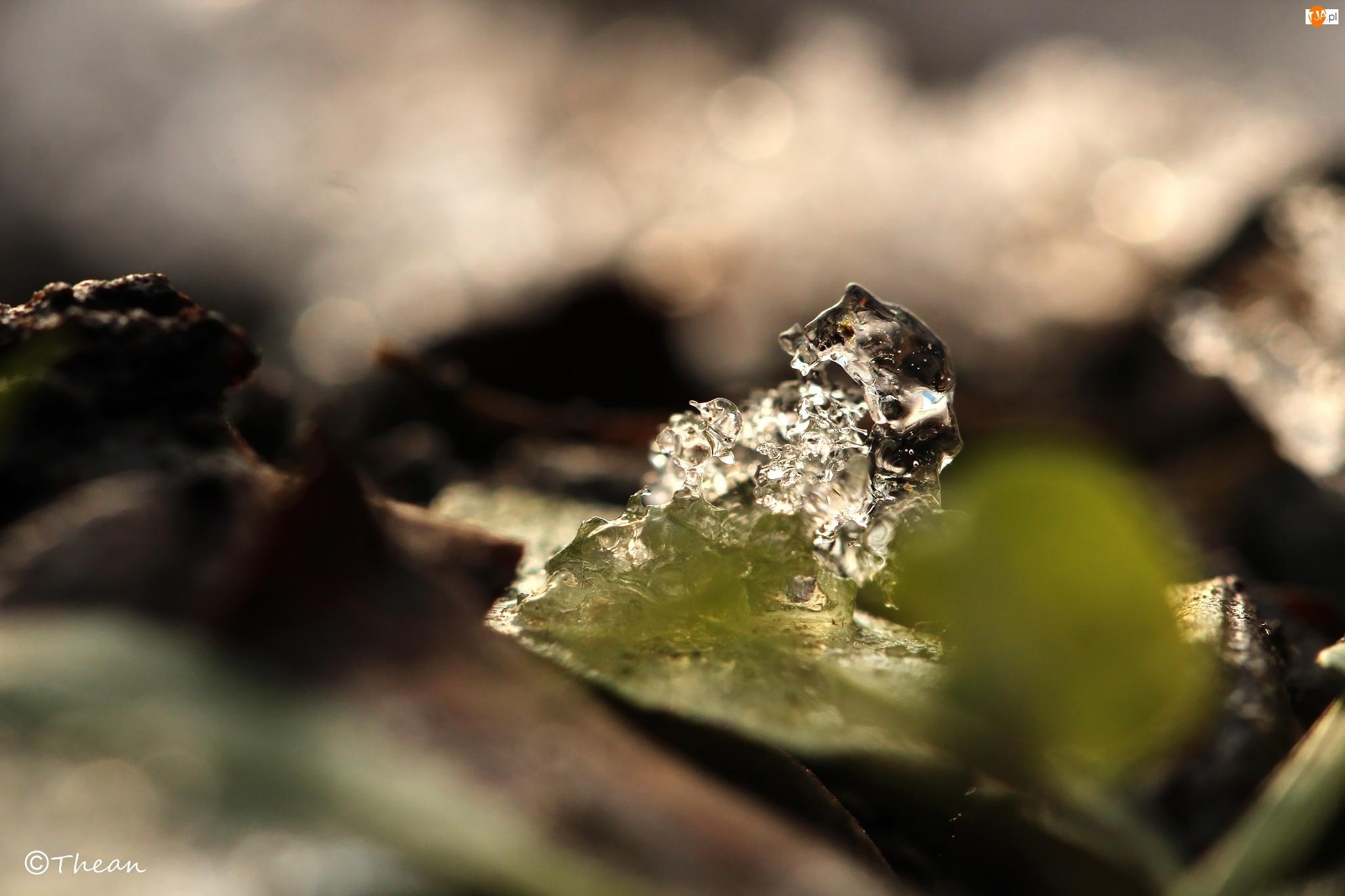 Śniegu, Topniejąca, Grudka
